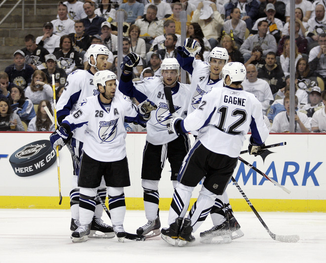 Stamkos, Gagne help Lightning rout Pens in Game 5